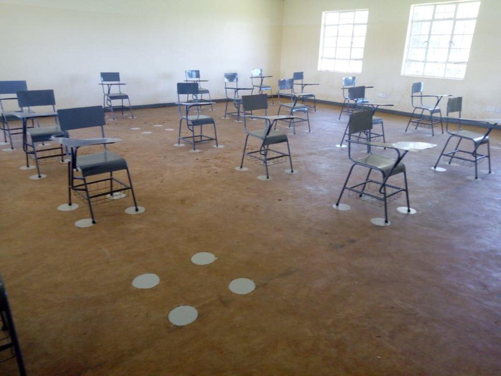 KOSHIN Classroom desk distancing